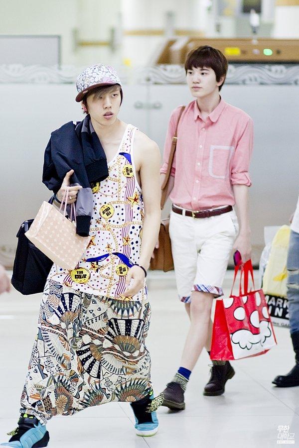 8 gu thời trang sân bay khiến chính fan ruột 'ngây người' của mỹ nam Kpop: Changsub, GD, JHope,.. 4