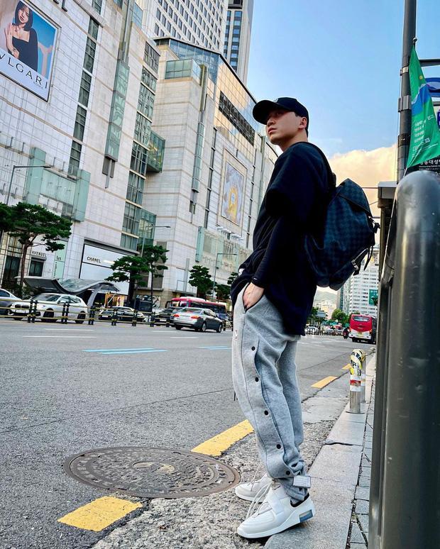 Lisa BLACKPINK 'sánh đôi bất đắc dĩ' với Karik tại Hàn, chính chủ 'ngầm thừa nhận' 1