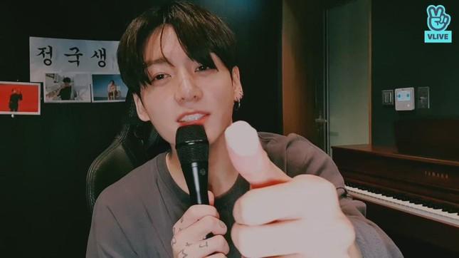 Sinh nhật Jung Kook BTS: Livestream chiều fan 'bung nóc', chiếm sóng MXH toàn cầu 3
