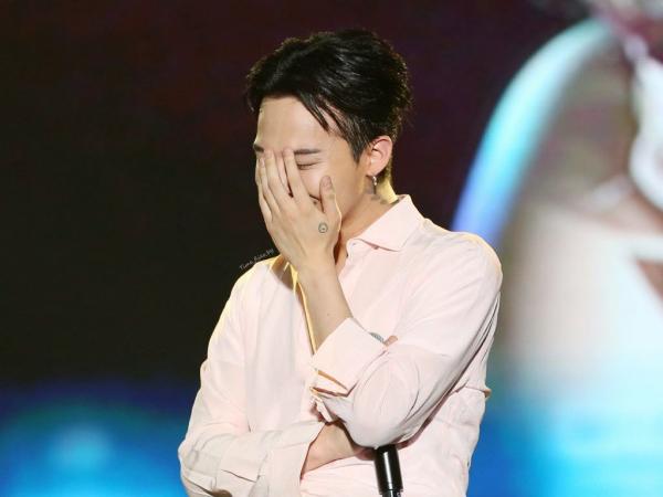 4 bí mật idol Kpop cố 'giấu nhẹm': GD BIGBANG 'chơi chiêu', Jungkook BTS hẹn hò 'lãng xẹt'  2