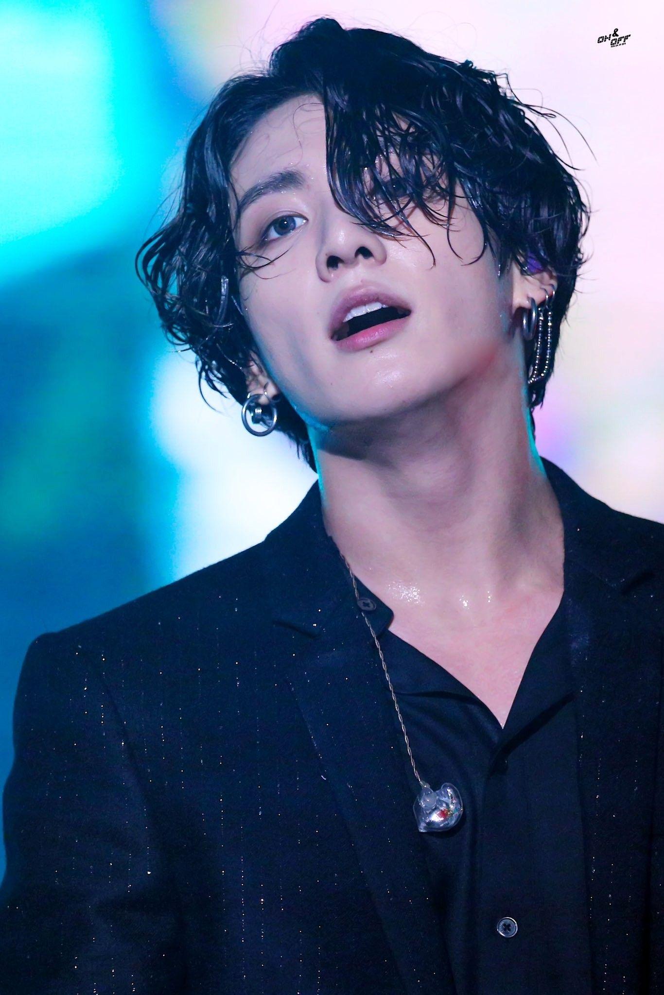 4 bí mật idol Kpop cố 'giấu nhẹm': GD BIGBANG 'chơi chiêu', Jungkook BTS hẹn hò 'lãng xẹt'  6
