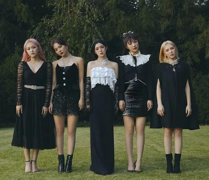 Kpop hot tuần qua: Lisa vừa solo, MV BTS lọt top trở lại; Red Velvet lại lập thành tích; Hyunjin hẹn hò Karina (aespa)? 4
