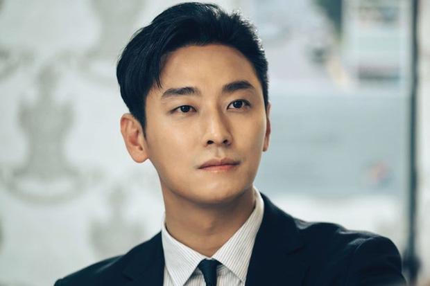 10 Sao Kbiz mặt lệch, mũi vẹo: Jennie, Tzuyu, Kim Soo Hyun, T.O.P nhìn cứ 'kì kì'? 10