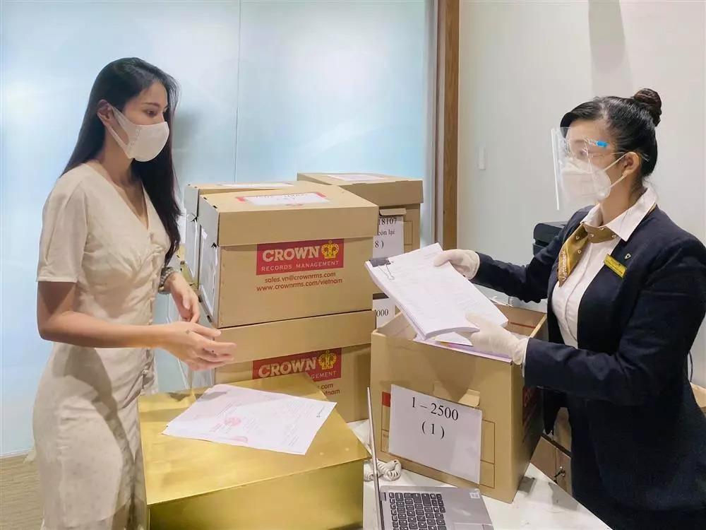 Livestream trực tiếp Thủy Tiên – Công Vinh: Views gấp đôi bà Phương Hằng, khởi kiện công khai kẻ đứng sau 5