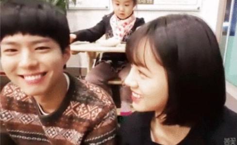 4 khoảnh khắc xấu hổ khi Idol nữ 'ngơ ngẩn' vì 'nam thần' Kbiz: Lee Min Ho, Park Bo Gum,.. 'chín mặt' 5