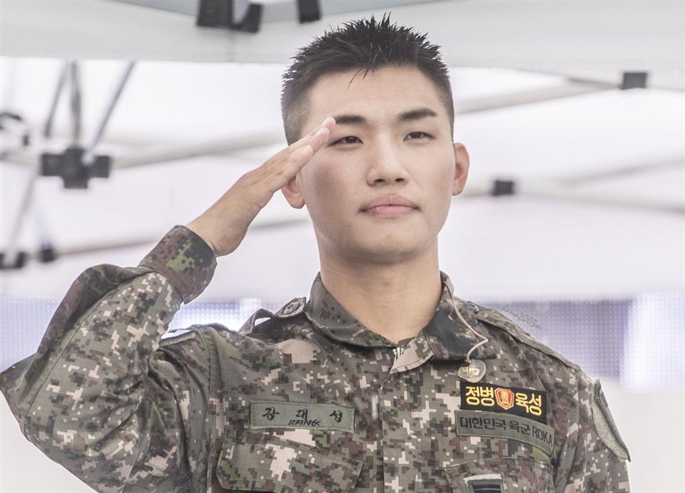 5 sao nam Kbiz răng hô, mắt hí vẫn 'leo đỉnh' vinh quang: Bobby, RM, Jun Yeol khó 'ngóc đầu' 5