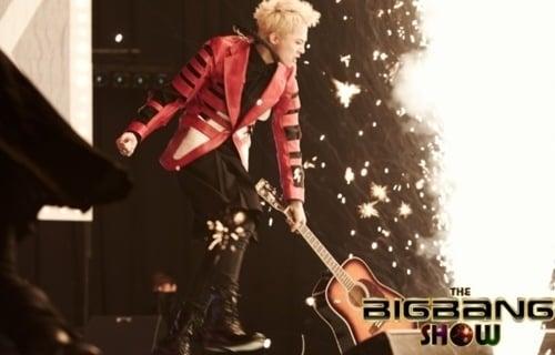 3 Idol phá đạo cụ tốn tiền nhất Kpop: G-Dragon (BIGBANG) 'đọ' BTS màn quăng mic 'cái một'  3