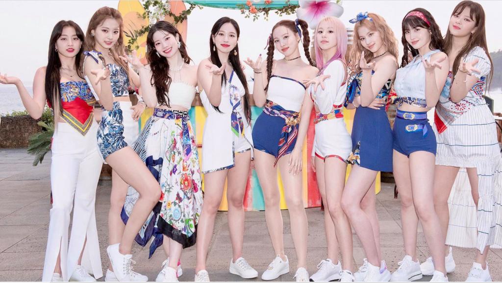 5 fandom Kpop quyền lực bậc nhất xứ Hàn: BIGBANG, BTS, TWICE,.. 'mạnh miệng' đánh bật tất cả 10
