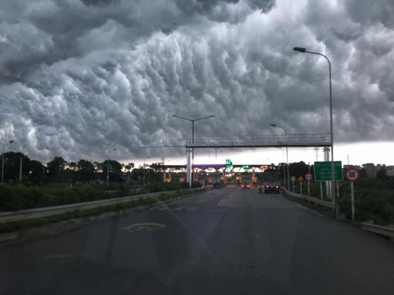 'Bão chồng bão' trong 10 ngày tới, người dân nên hạn chế hồi hương 2