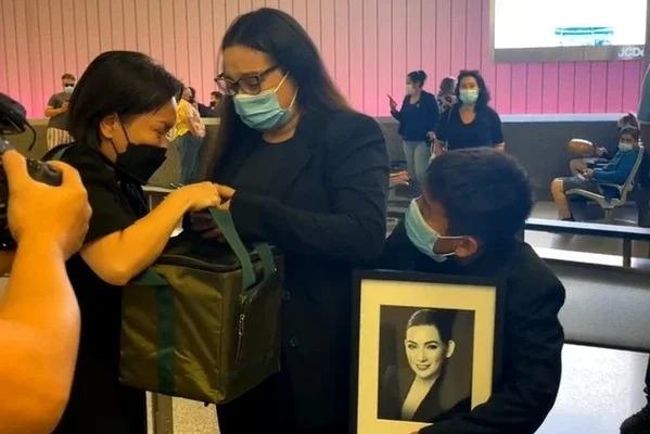 Showbiz 24h: Phía Phi Nhung bức xúc khi Hồ Văn Cường 'cúi gằm mặt'; Thủy Tiên lại ngầm hứa hẹn tiền từ thiện 1