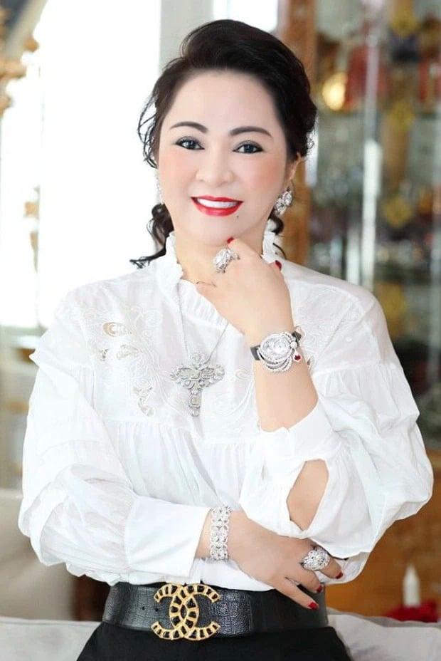 Bà Phương Hằng bị 'tóm sống' nhan sắc 'mộc': Đi ngoài đường khác xa ảnh trên mạng 1