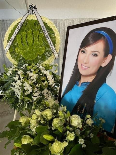 Toàn cảnh không khí nghẹn ngào trong tang lễ Phi Nhung: Con trai Wendy ngơ ngác nhìn bà ngoại 1