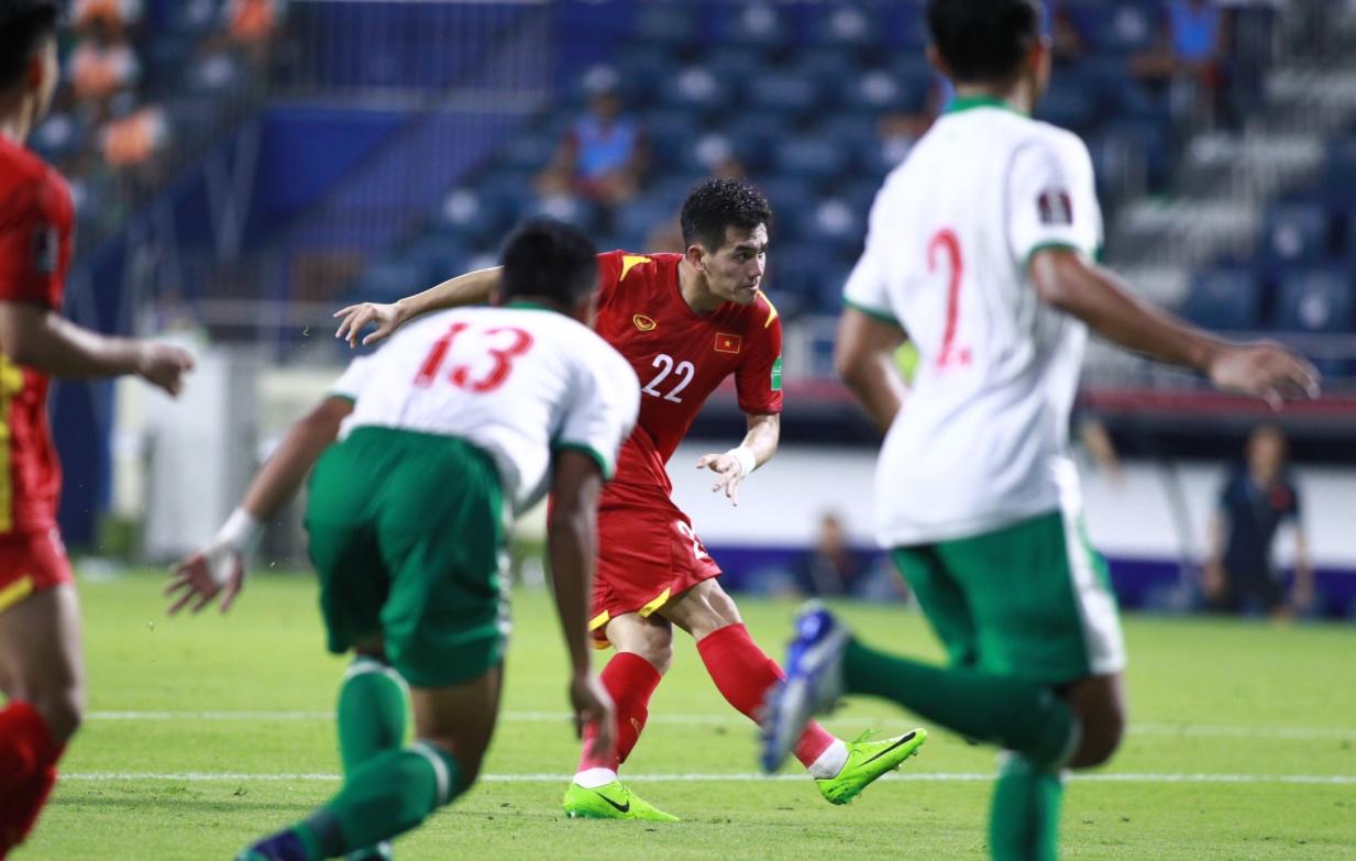 Pha làm bàn đẳng cấp của Tiến Linh khiến Indonesia phải nhảy bổ vào trọng tài để thanh minh 1