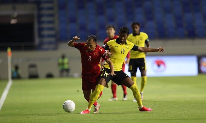 Tuyên bố không cần phạm lỗi với Việt Nam, Malaysia đã làm gì để nửa đội hình nhận thẻ vàng thế kia? 2