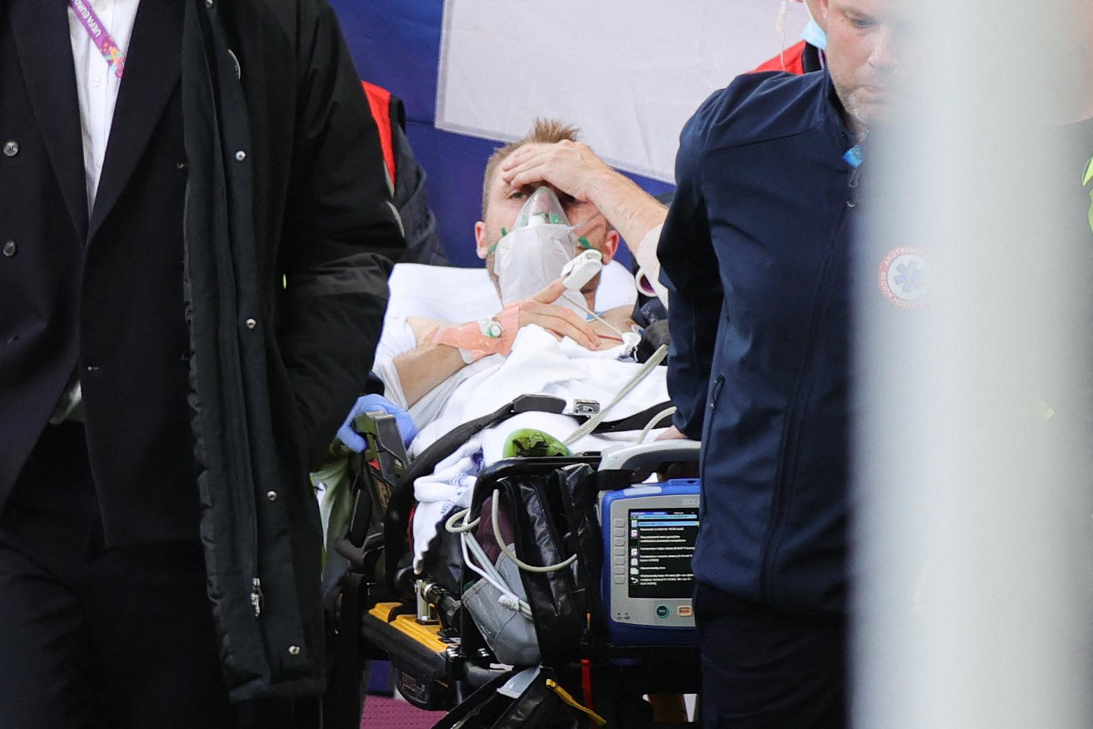Christian Eriksen đang thi đấu bất ngờ đổ gục xuống sân: Phép màu đã xảy ra 5