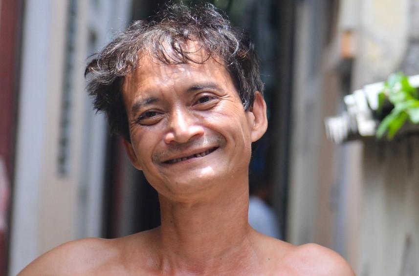 Vợ 'người hùng' đỡ bé gái rơi từ tầng 2 ở Nam Định tiết lộ tình hình sức khỏe đáng lo ngại của chồng 1