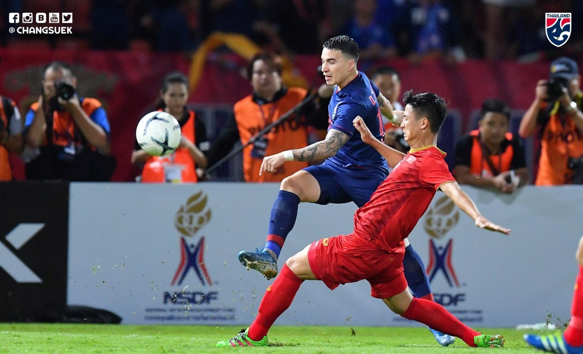 Báo Thái Lan tự nhận mình là Vua Đông Nam Á, tuyên chiến với Việt Nam ở trận chung kết AFF Cup  1