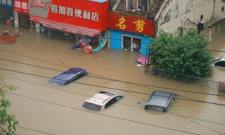 Mưa lũ lịch sử tại Trung Quốc: Em bé 4 tháng tuổi sống sót thần kỳ sau khi bị chôn vùi trong đống đổ nát gần 2 ngày 5