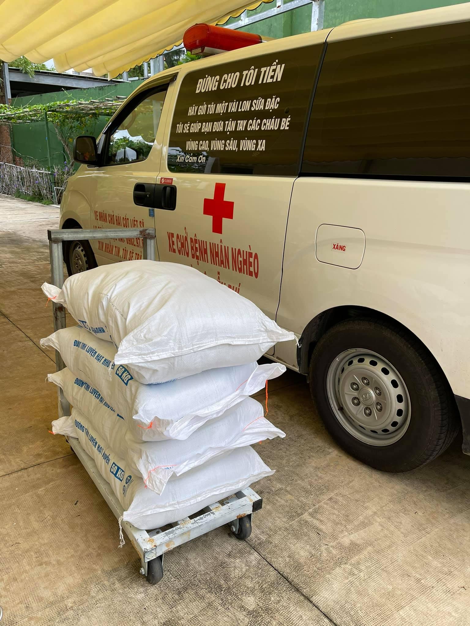 Ông Đoàn Ngọc Hải đem tặng chiếc xe cứu thương, kêu gọi quyên góp 3 tỷ để vượt qua đại dịch Covid-19 6