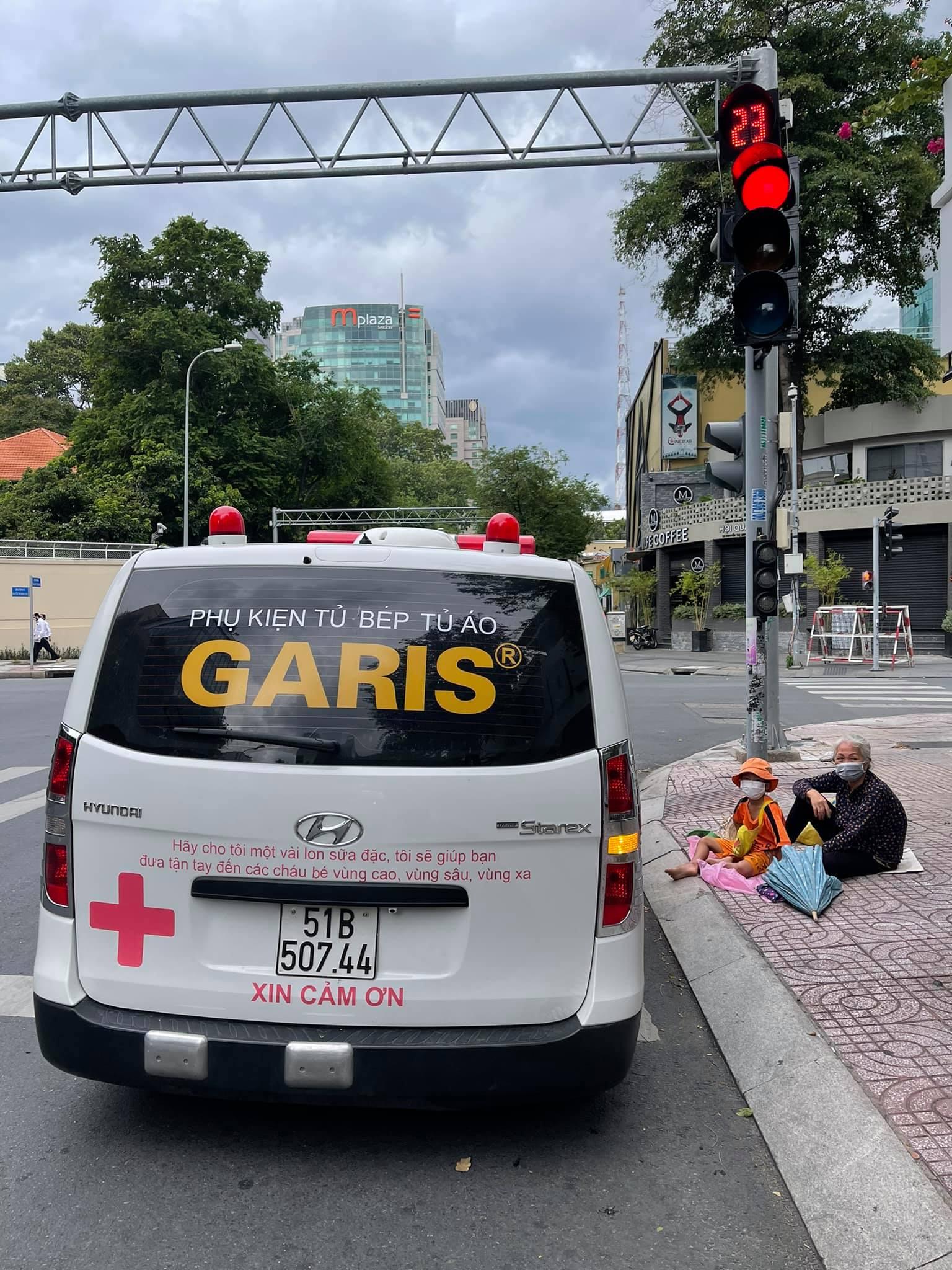 Ông Đoàn Ngọc Hải đem tặng chiếc xe cứu thương, kêu gọi quyên góp 3 tỷ để vượt qua đại dịch Covid-19 2