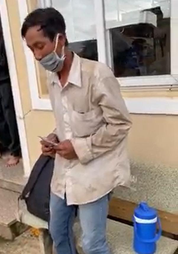Người đàn ông đi bộ 150 km về quê nhưng không có giấy xét nghiệm, bật khóc vì nhận được 7 triệu đồng hỗ trợ 3