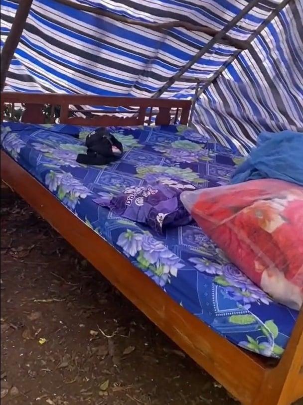 Trở về từ TP.HCM, cô gái được ba mẹ chuẩn bị cho ra vườn tự dựng lều cách ly: 'Hẹn 14 ngày sau gặp lại' 1
