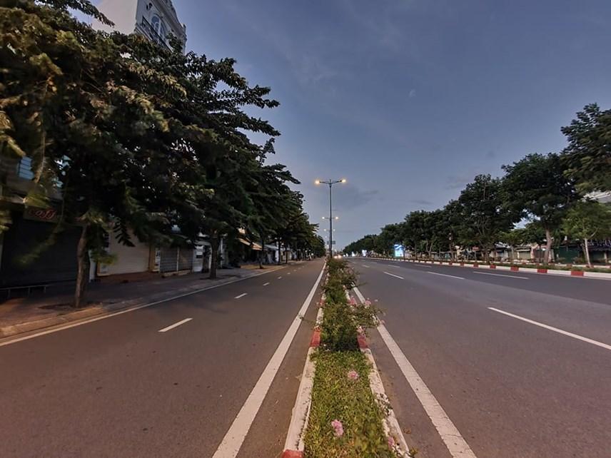 Sài Gòn không một bóng người sau 18h, ông bố vẫn bất chấp tất cả để lao ra đường mua bình oxy cứu con 1
