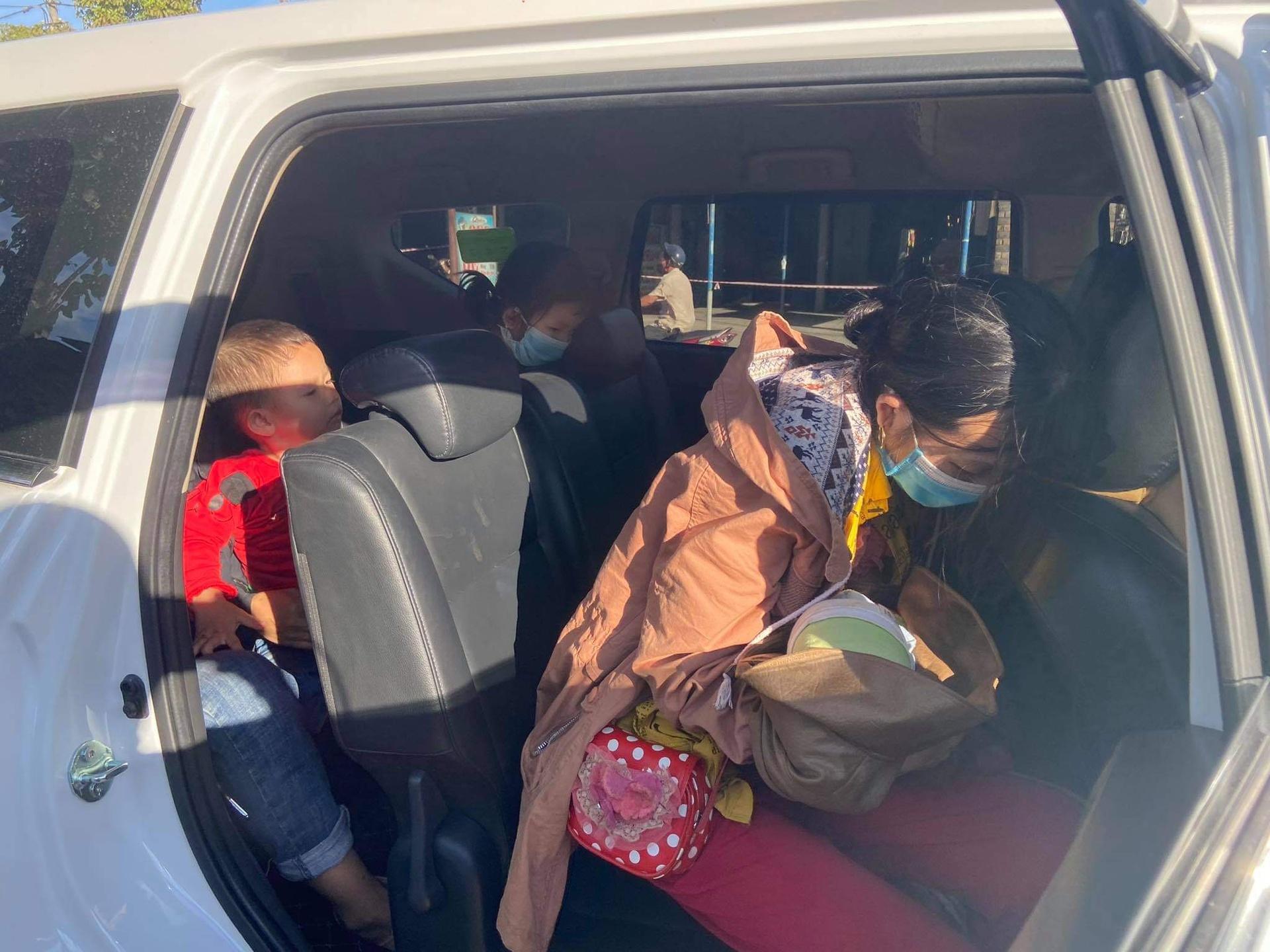 Bé 10 ngày tuổi cùng bố mẹ vượt 1.500 km về quê tránh dịch: Hành trình ngắn lại nhờ hai chữ 'đồng bào' 4