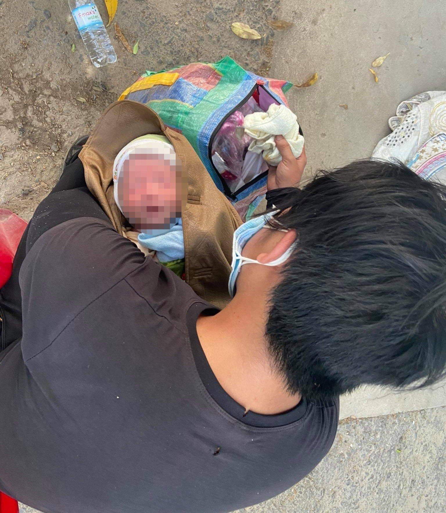 Bé 10 ngày tuổi cùng bố mẹ vượt 1.500 km về quê tránh dịch: Hành trình ngắn lại nhờ hai chữ 'đồng bào' 3