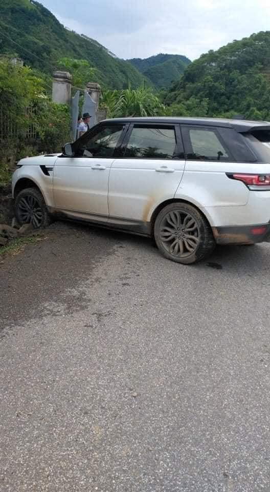 'Giang hồ mạng' Huấn Hoa Hồng lái Range Rover gặp sự cố, nguồn gốc của chiếc xe khiến dân mạng tranh cãi 2