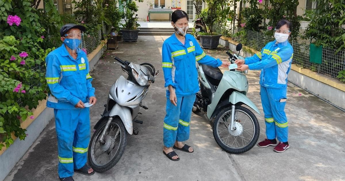 Nữ công nhân bị kẻ gian trấn lột chiếc xe máy nhận 5 niềm vui cùng một lúc, lập tức có hành động đầy cảm phục 8
