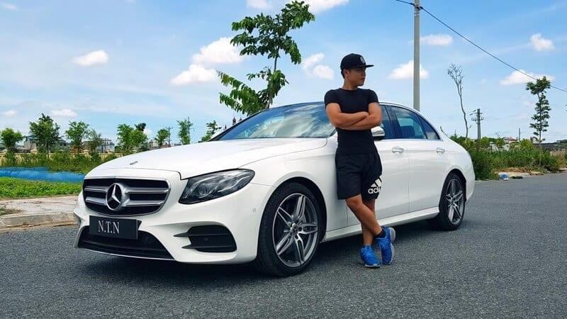 Youtuber số 1 Việt Nam một năm kiếm gần 40 tỷ: Xây dinh thự to vật vã giữa Thái Bình, một mình sở hữu toàn siêu xe 3