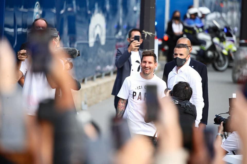 Messi lại cho Ronaldo 'hít khói' khi mới 'chân ướt chân ráo' ra mắt PSG  1