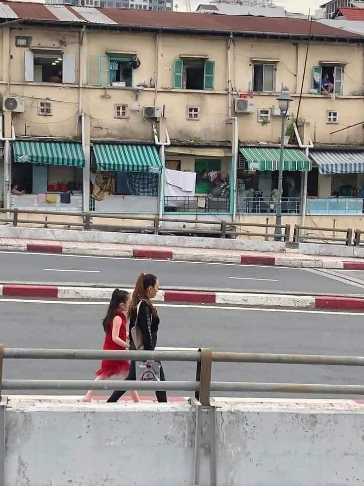 'Vua lì đòn quận 4' tiếp tục xuất hiện trong ngày Sài Gòn giãn cách, khẩu trang và mũ bảo hiểm đi đâu mất rồi?  2