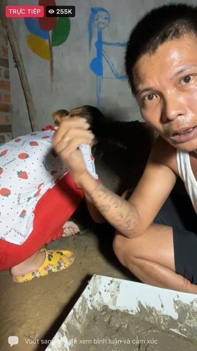 Youtuber dạy trộn vữa vượt mặt bà Phương Hằng khoe xấp tiền, tiết lộ thu nhập cả trăm triệu mỗi tháng 2