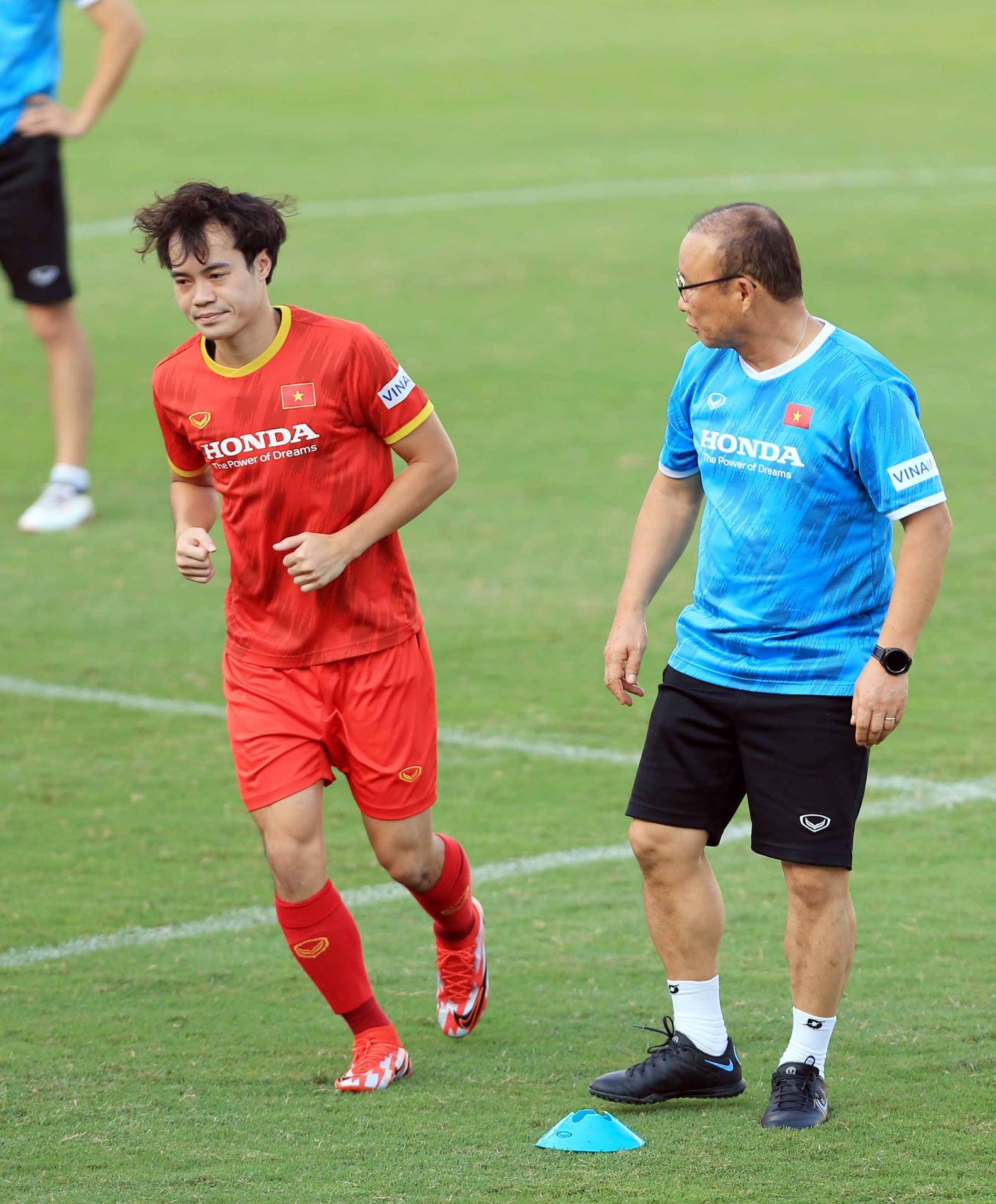 ĐT Việt Nam thắng 6-0 trước ngày lên đường sang Ả Rập Xê Út, HLV Park Hang-seo vẫn loay hoay vá hàng thủ 4