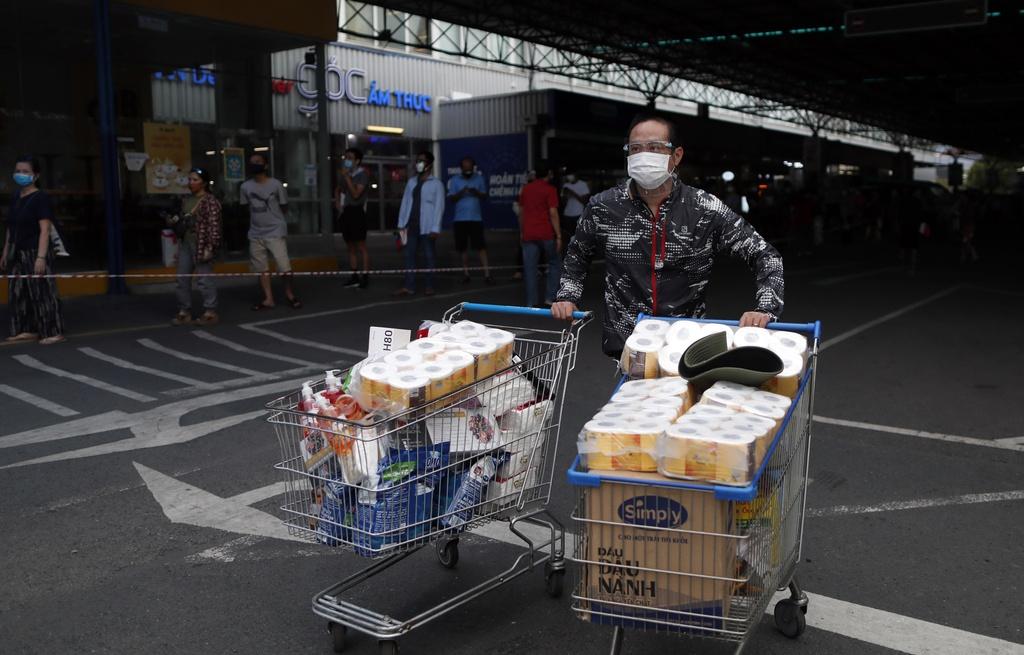 TP.HCM cho phép quán ăn mở lại, bán hàng mang về đến 18h hàng ngày 1