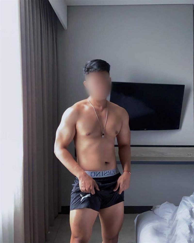 Chân dung chàng trai tố bị cặp sao nam Vbiz rủ vào 'mối quan hệ open', công khai tất cả đoạn tin nhắn gạ gẫm 7