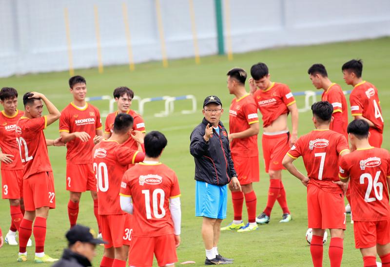 Trận Trung Quốc vs ĐT Việt Nam chốt giờ thi đấu, CĐV nước nhà sẽ lại phải thức đêm cổ vũ 2