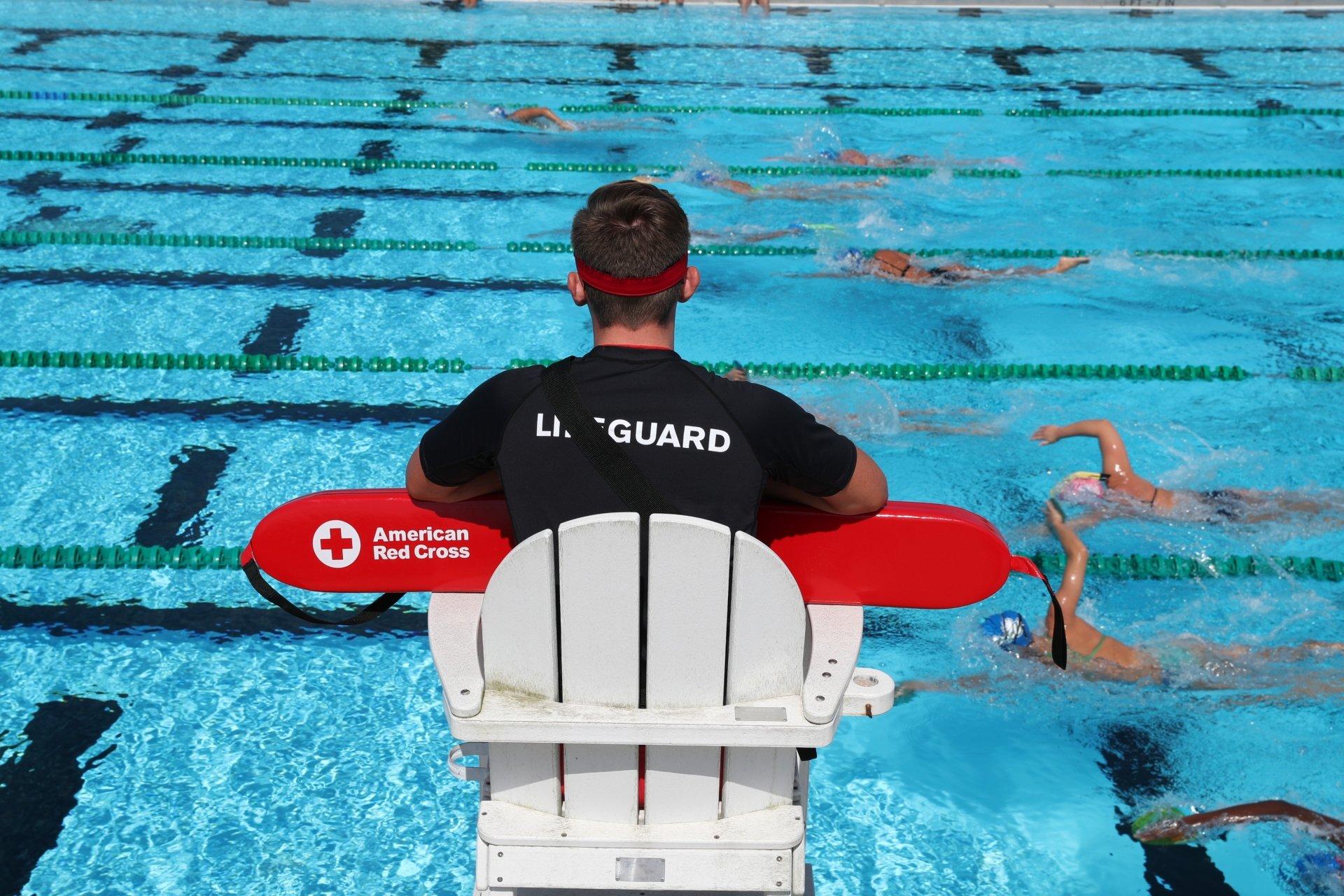 12 نکته مهم در مورد ایمنی استخر برای جلوگیری از غرق شدن کودکان خردسال 1