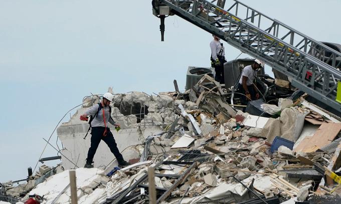 Toàn cảnh thế giới 24h mới nhất ngày 25/6: Sập nhà 12 tầng tại Mỹ, Cháy trường võ thuật Trung Quốc 2