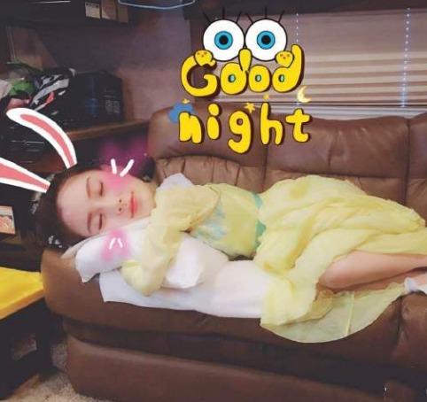 Soi thế ngủ sao Keep Running: Thái Từ Khôn còng queo trên sàn, Lý Thần độc lạ, Angela Baby đẹp động lòng người 5