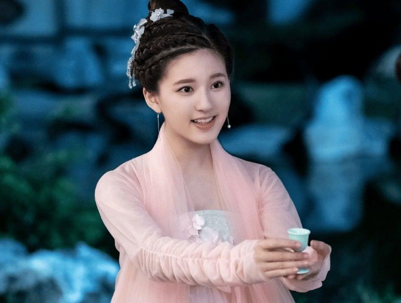 Triệu Lệ Dĩnh, Dương Tử, Địch Lệ Nhiệt Ba, Cúc Tịnh Y, Triệu Lộ Tư đọ sắc trong cổ phục màu hồng 4