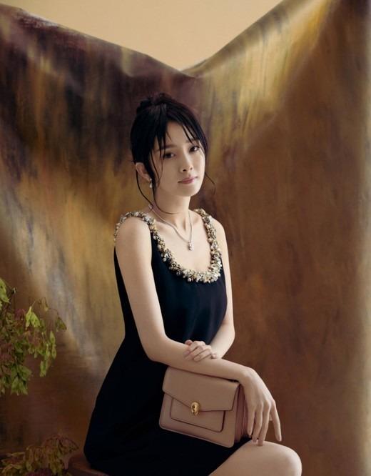 Tóc buông lơi, Dương Mịch đẹp hớp hồn trên bìa tạp chí 2