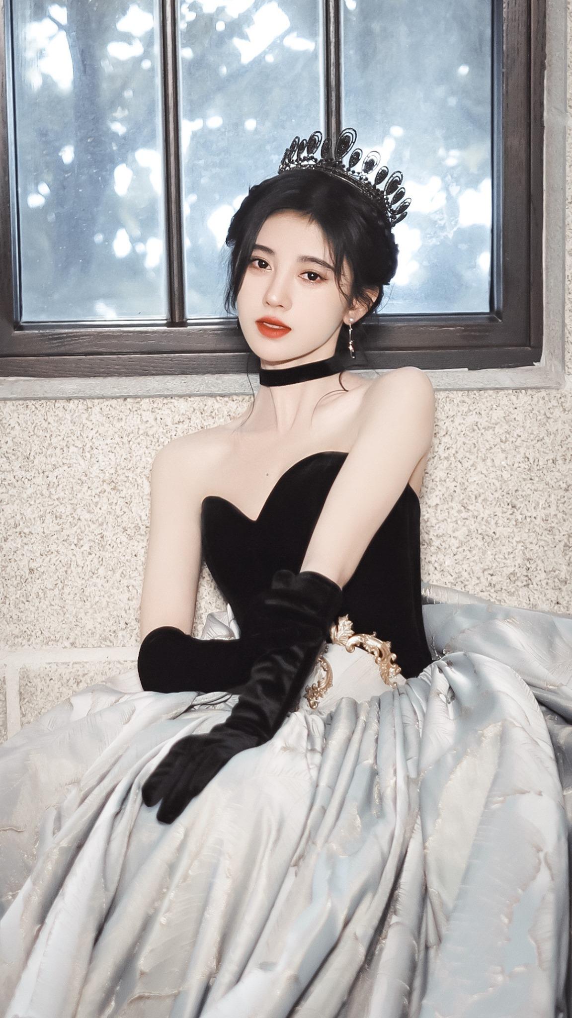 Dương Mịch, Nhiệt Ba, Diệc Phi, Lệ Dĩnh... đội vương miện so kè nhan sắc, ai là nữ hoàng trong trái tim bạn? 12