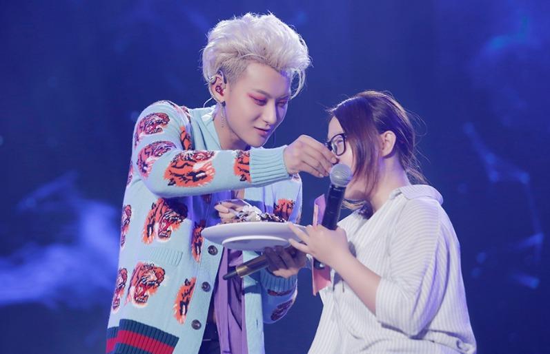 Fan Hoàng Tử Thao khiến idol nở mày nở mặt, chẳng như 'ai kia' tẩu hỏa nhập ma 7
