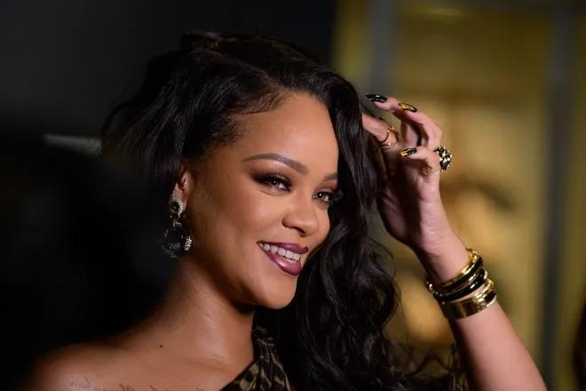 Rihanna trở thành nữ ca sĩ giàu nhất thế giới 1