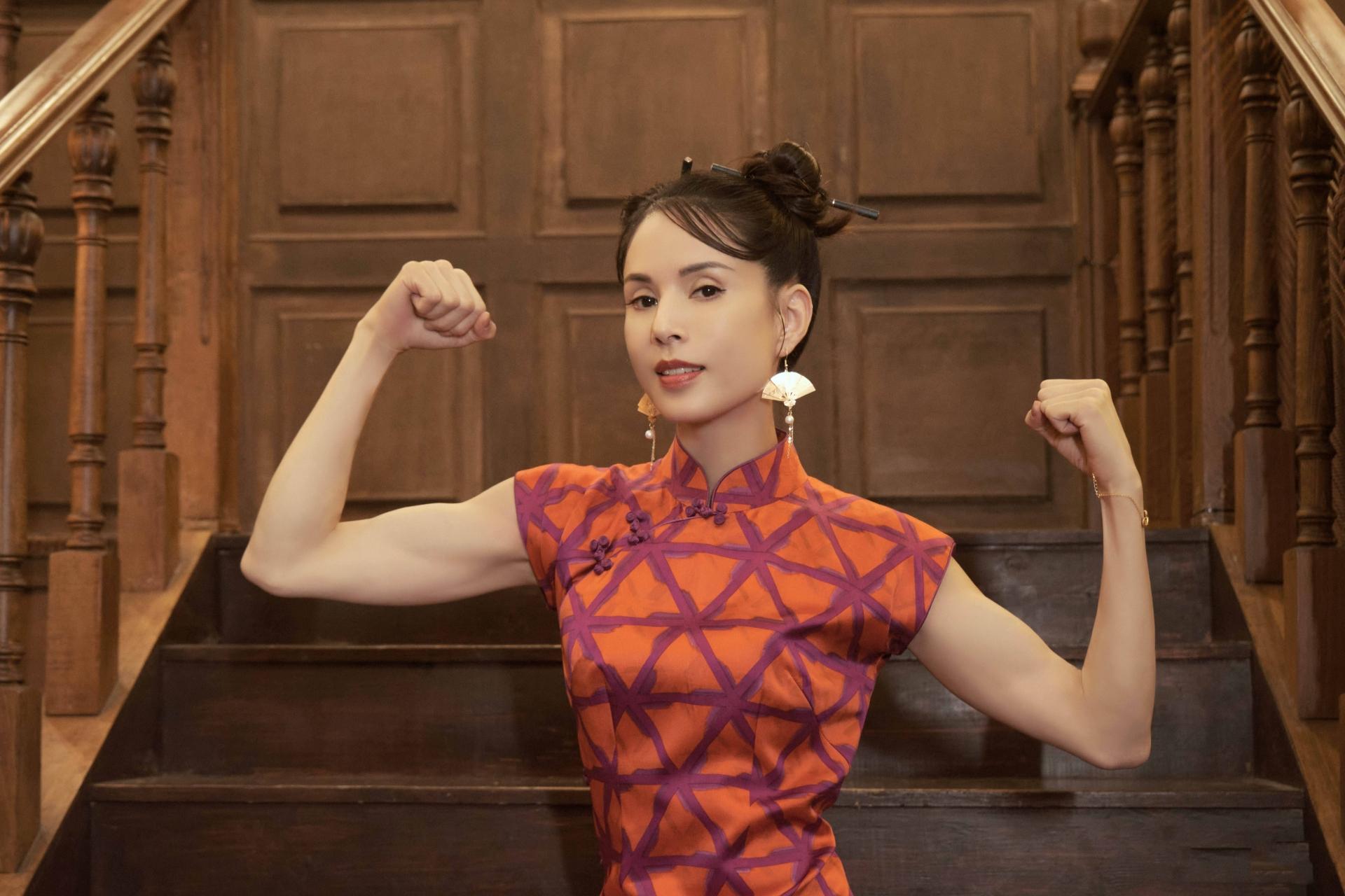 'Tiểu Long Nữ' Lý Nhược Đồng mặc sườn xám khoe vóc dáng tuyệt mỹ ở tuổi 54 2