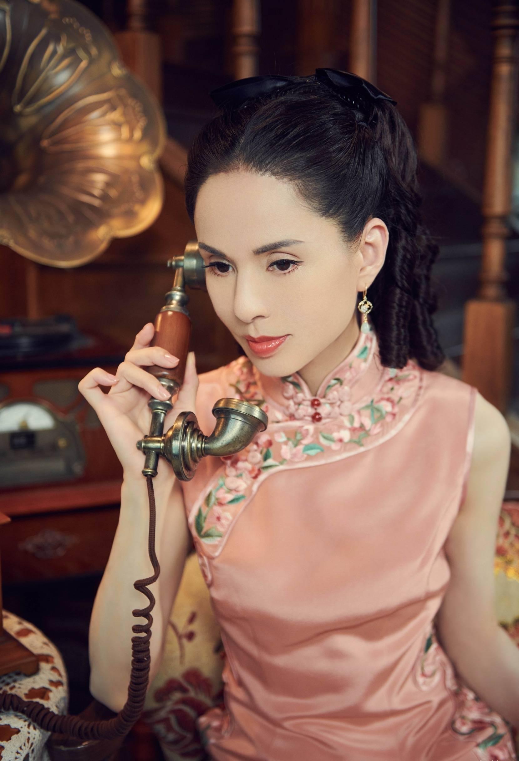 'Tiểu Long Nữ' Lý Nhược Đồng mặc sườn xám khoe vóc dáng tuyệt mỹ ở tuổi 54 9