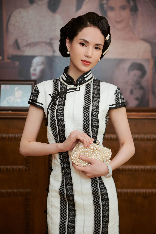 'Tiểu Long Nữ' Lý Nhược Đồng mặc sườn xám khoe vóc dáng tuyệt mỹ ở tuổi 54 6